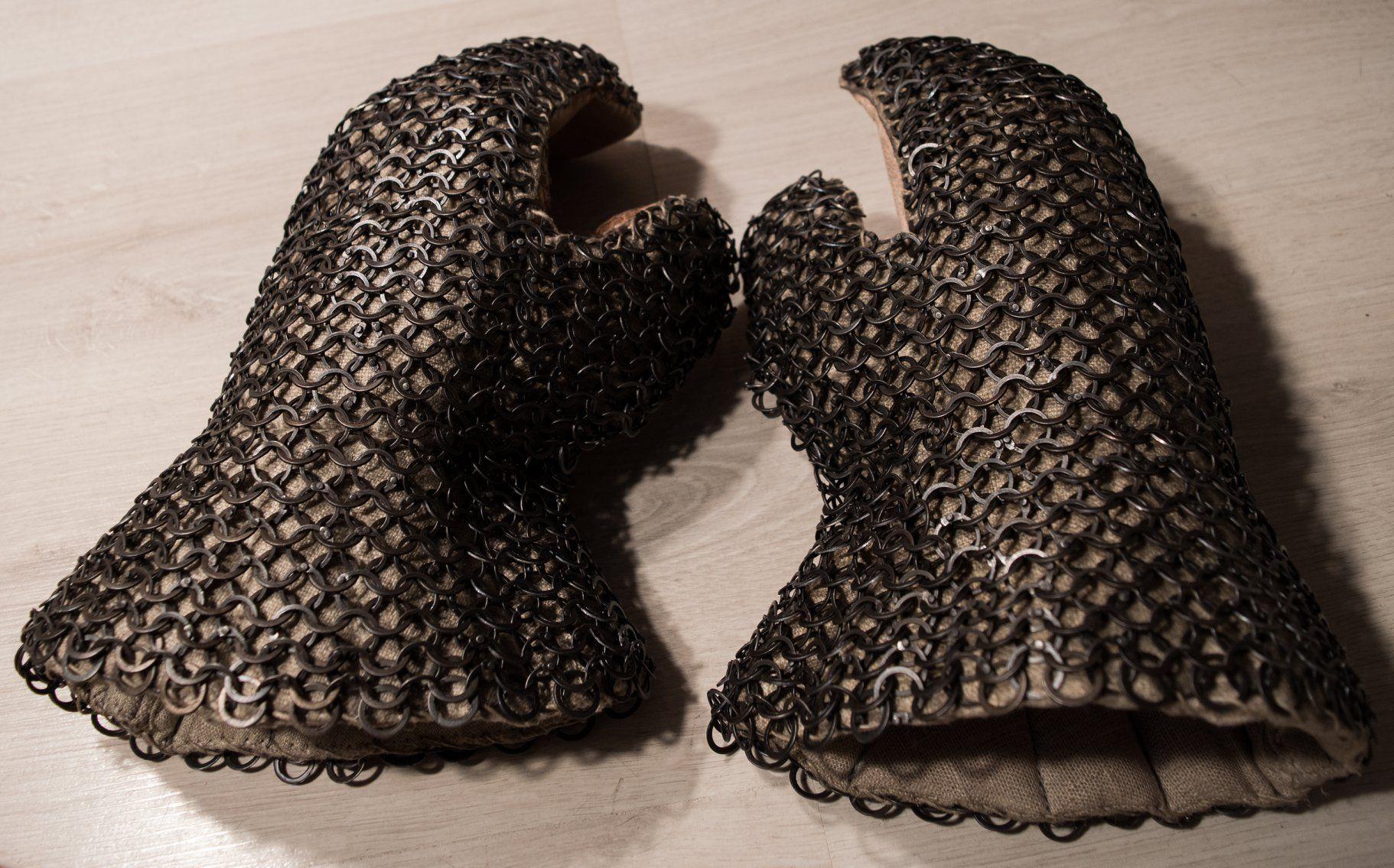 Rękawice rycerskie rekonstrukcja