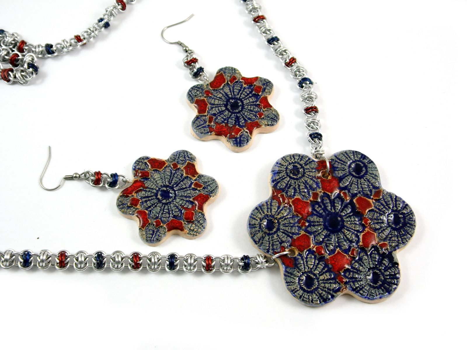 Biżuteria z ręcznie robioną ceramiką