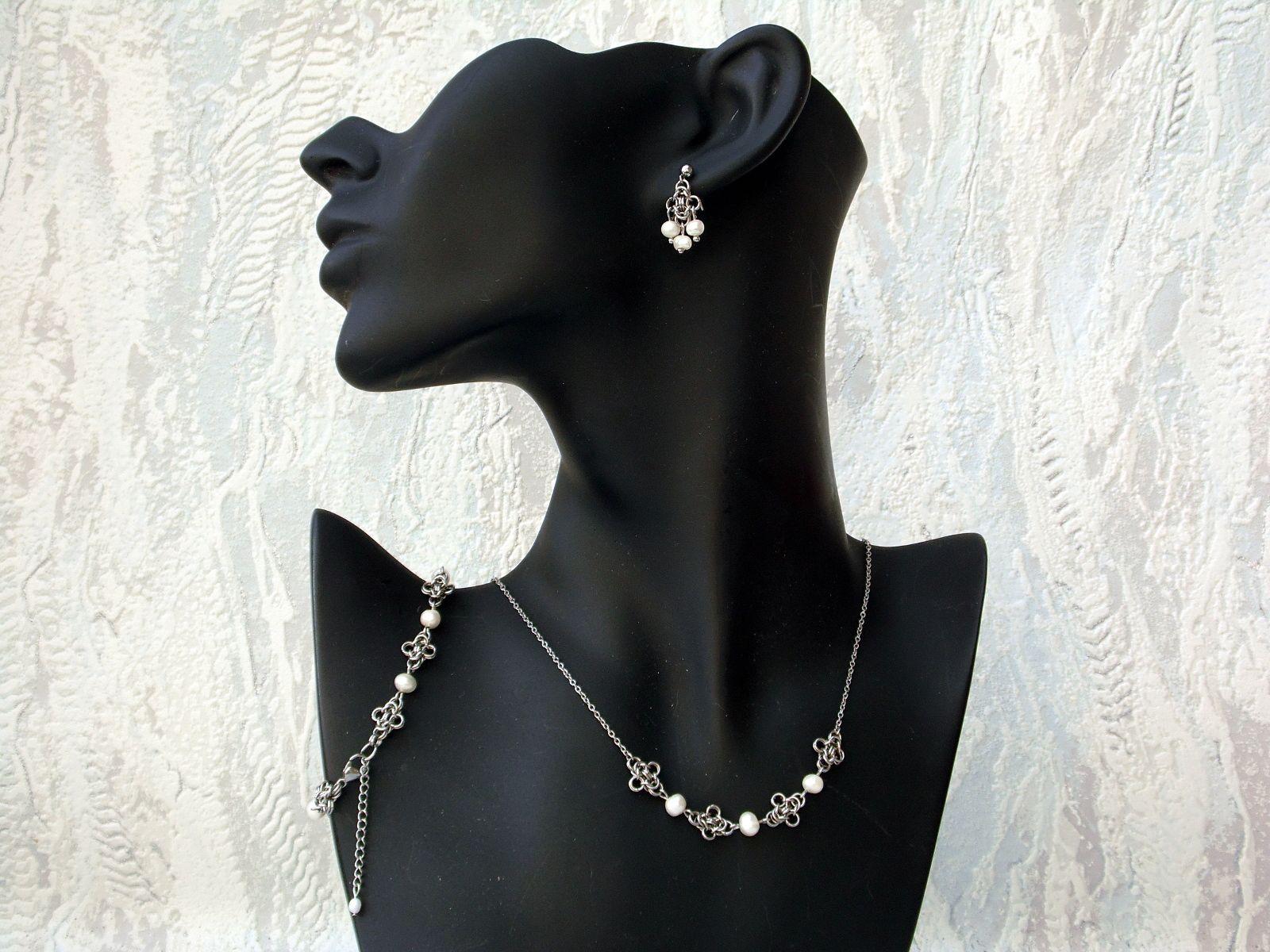Komplet z naturalnymi perłami z kolekcji Sauvage