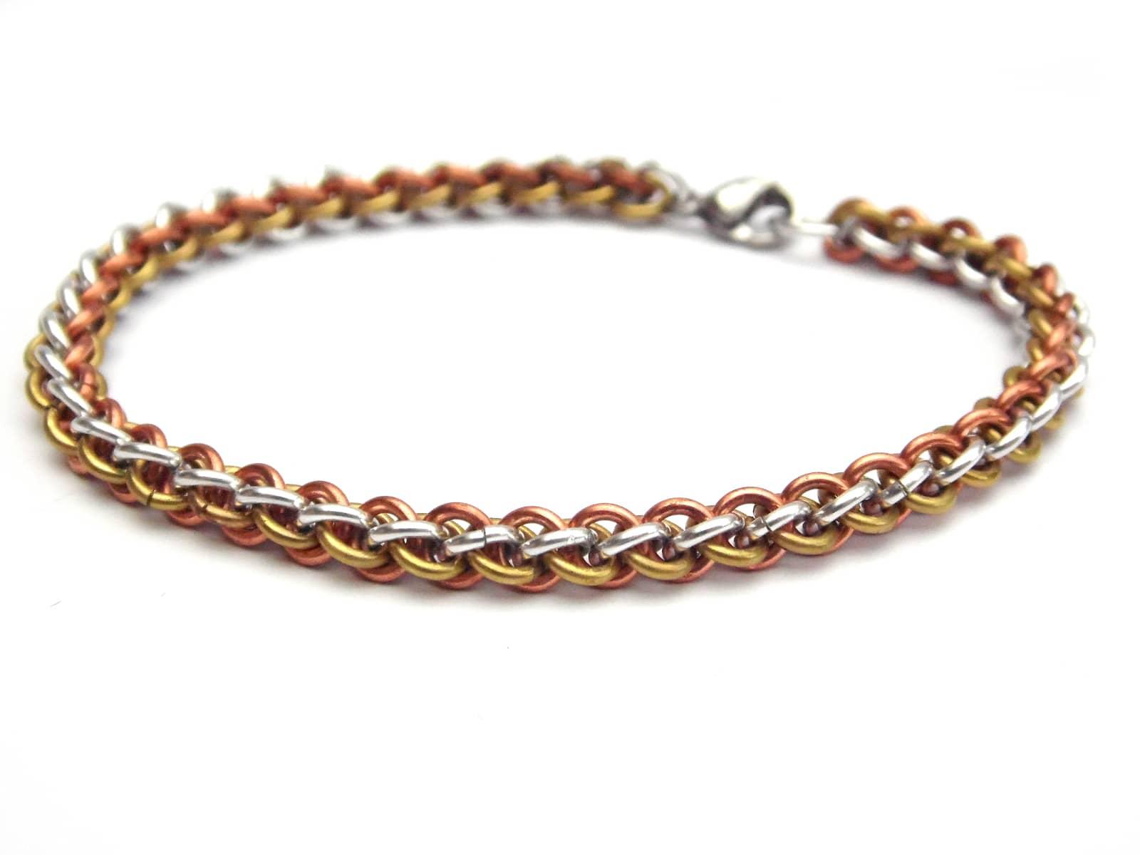 Bransoletka chainmaille z trzech metali: miedzi, mosiądzu i aluminium
