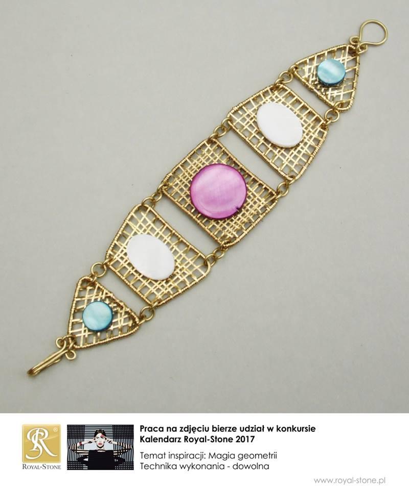 Bransoleta wire wrapping z mosiądzu z pastylkami różnokolorowej masy perłowej