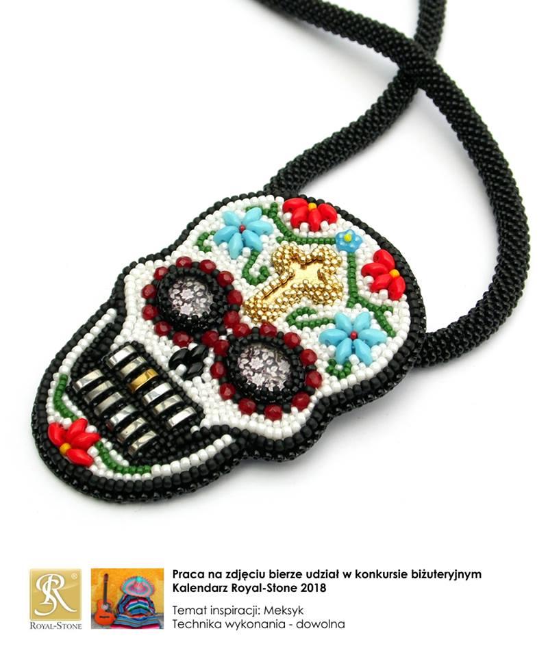 Wisior haftowany koralikami - kolorowa czaszka (meksykańskie Święto Zmarłych)