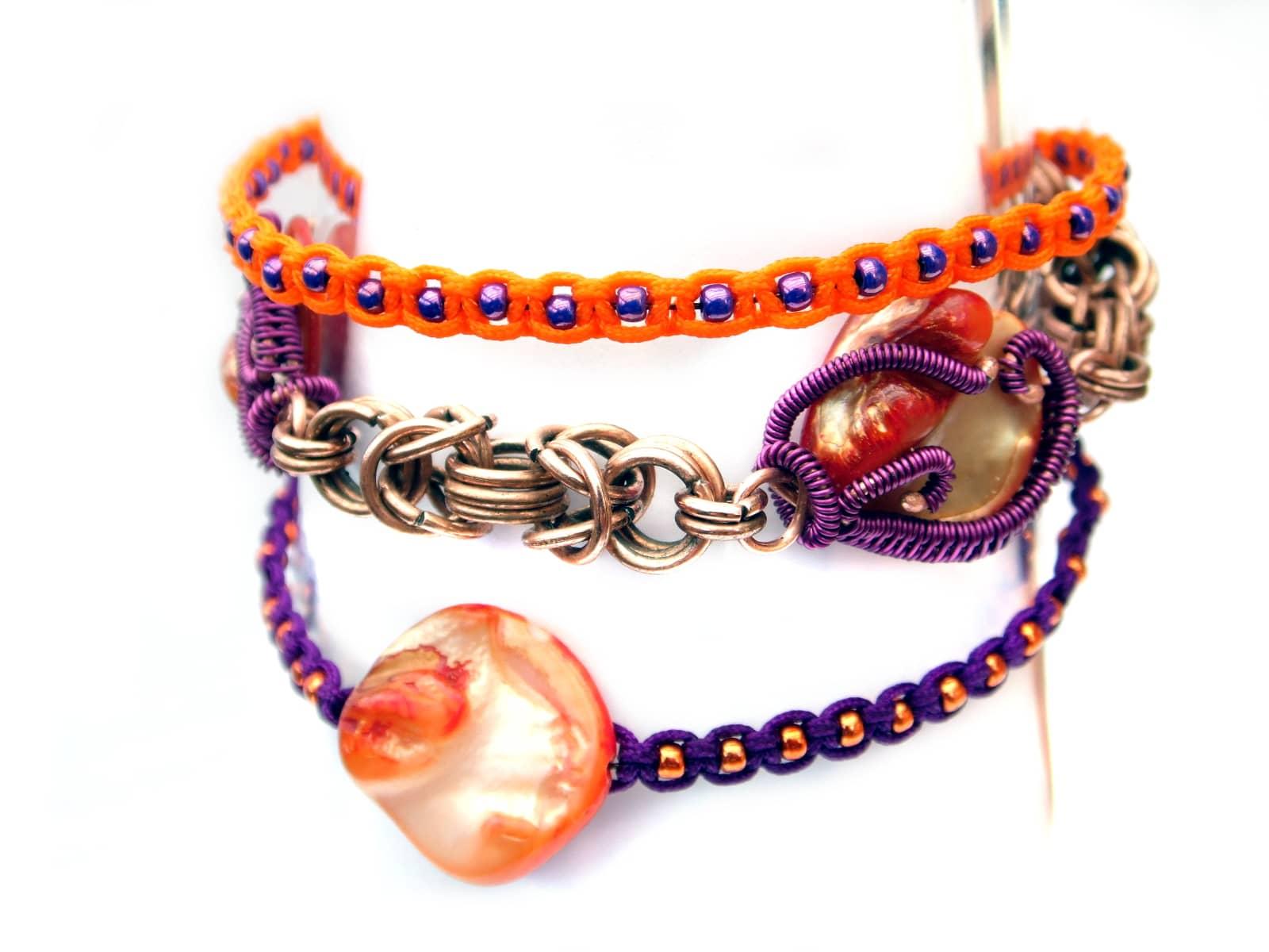 Bransoletka pomarańczowo fioletowa w trzech technikach: chainmaille, wire wrapping i makrama