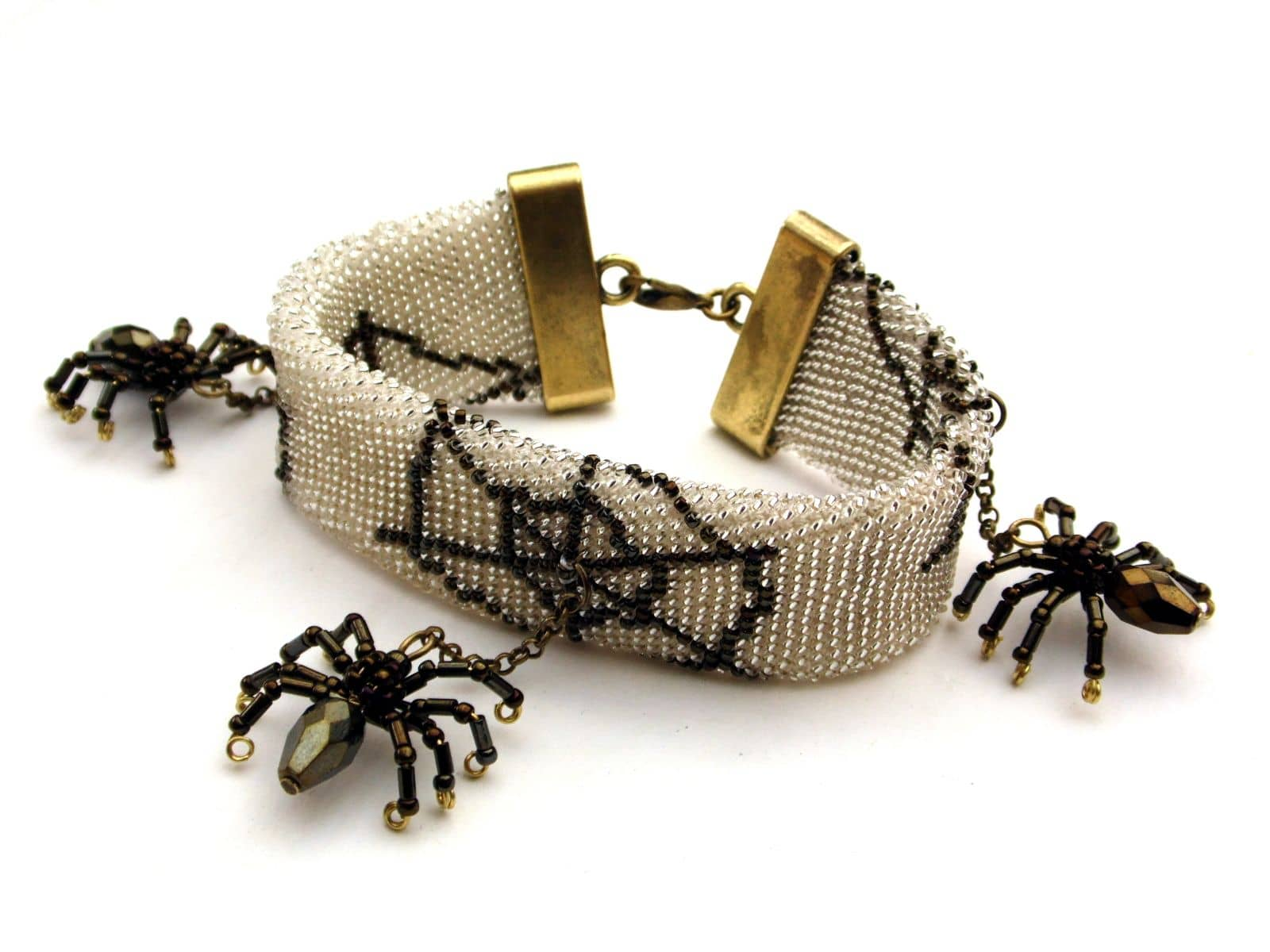 Bransoletka bead crochet z pajęczyną i pajączkami