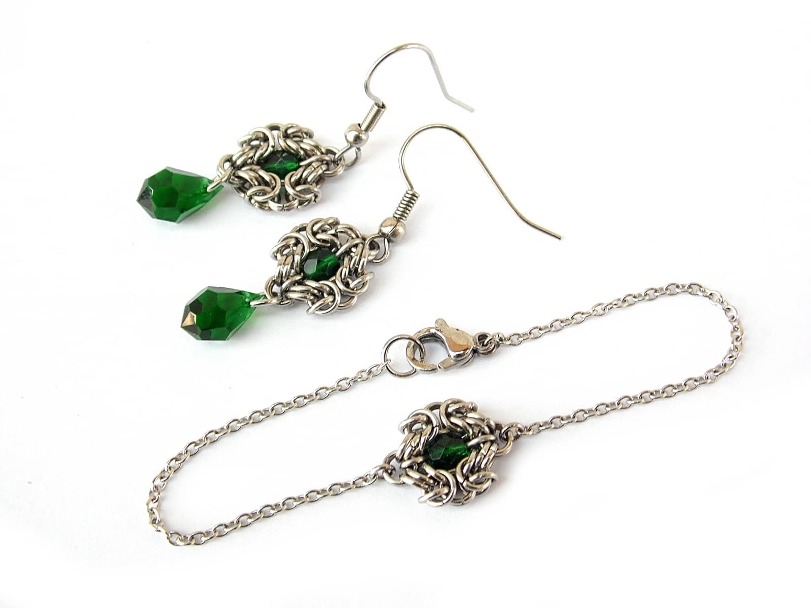 Komplet chainmaille z zielonymi kryształkami