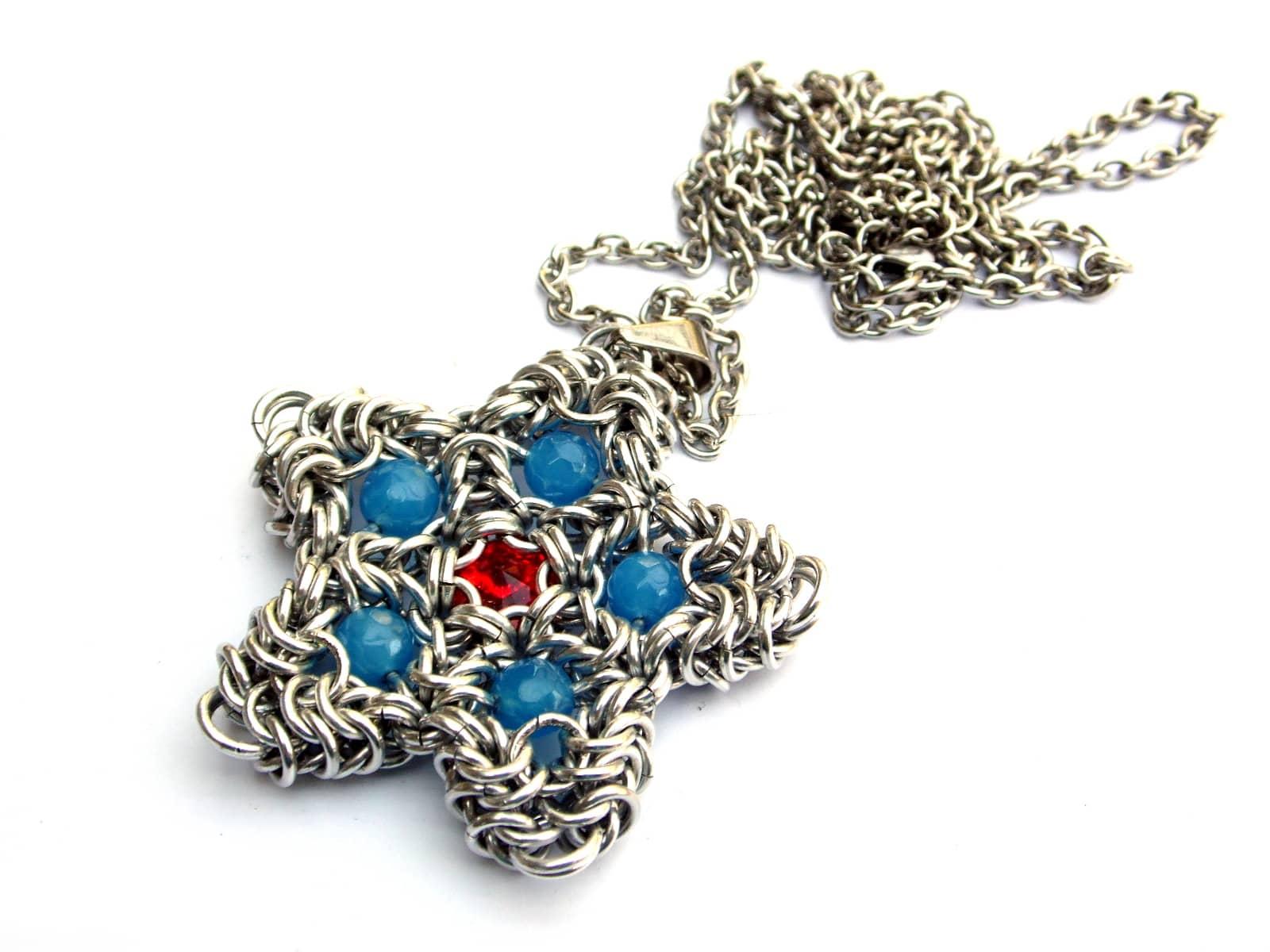 Naszyjnik chainmaille gwiazdka z aluminium z kryształkami