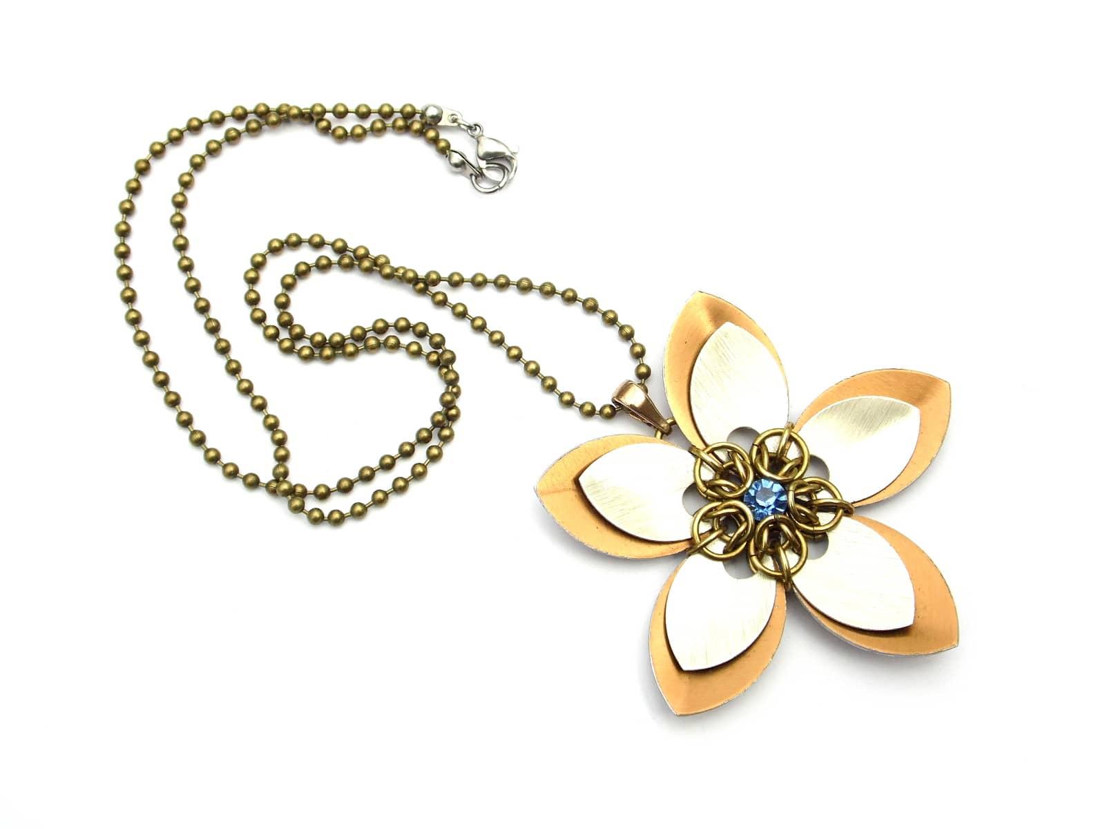 Naszyjnik chainmaille kwiatek z miedzi i aluminium