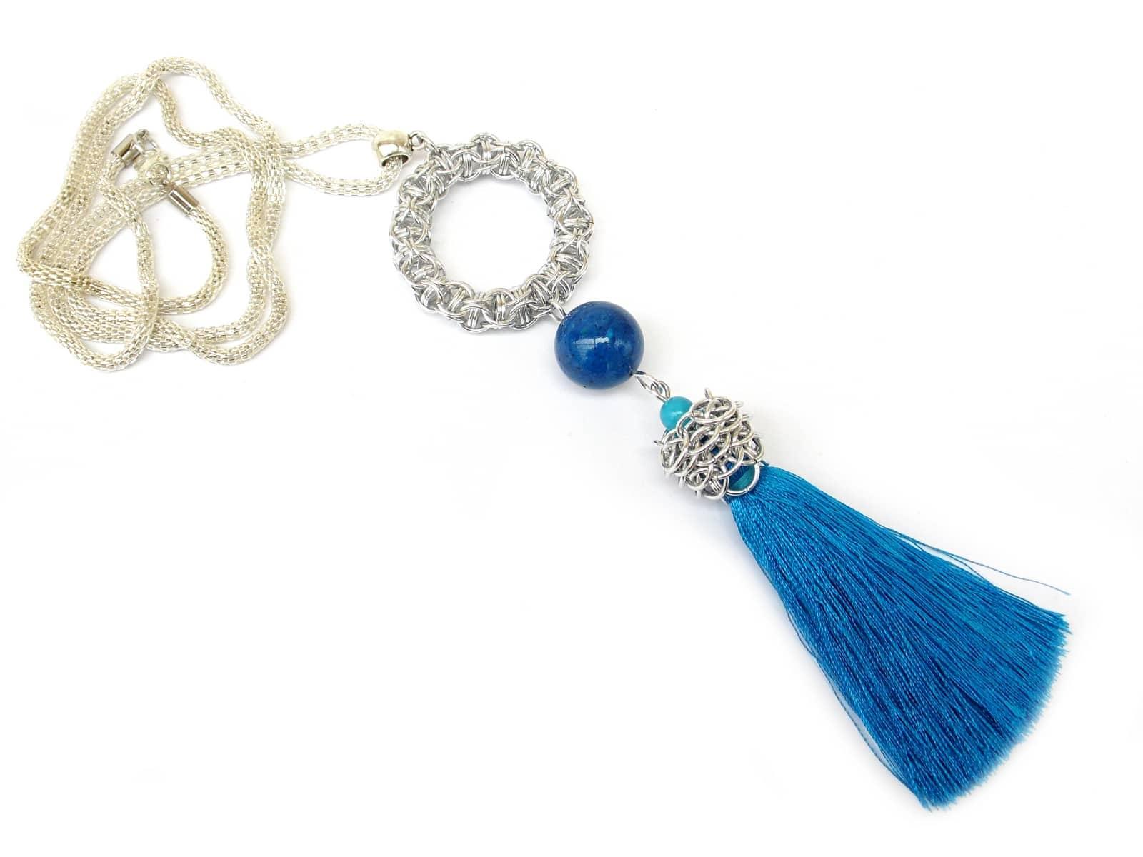 Naszyjnik chainmaille z oponką z aluminium i niebieskim chwostem