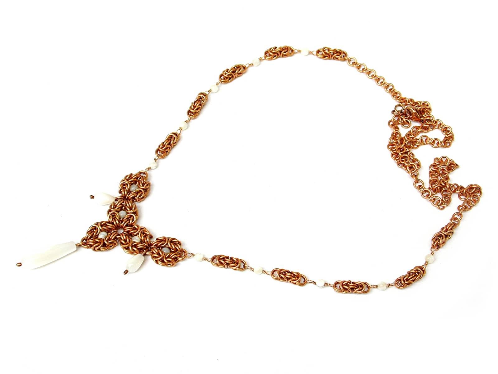 Naszyjnik chainmaille z brązu z masą perłową