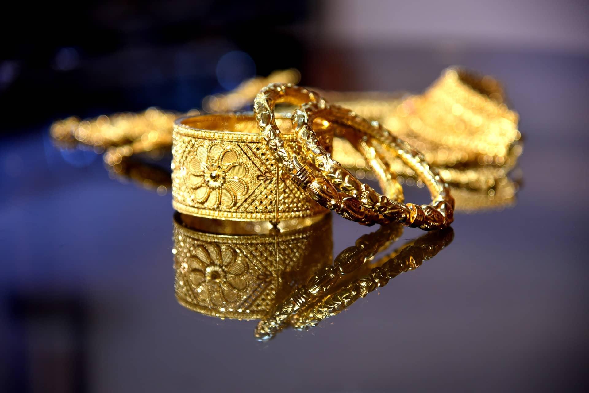 Złota biżuteria (pixabay)
