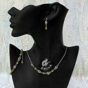 komplet biżuterii chainmaille z kolekcji Sauvage z oliwinem