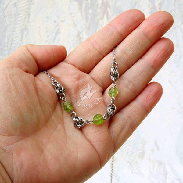 naszyjnik chainmaille z kolekcji Sauvage z oliwinem