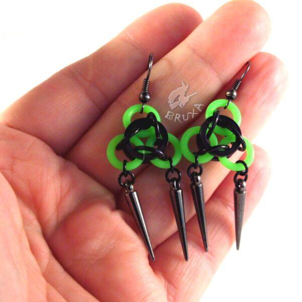 Neonowe kolczyki chainmaille zielono czarne