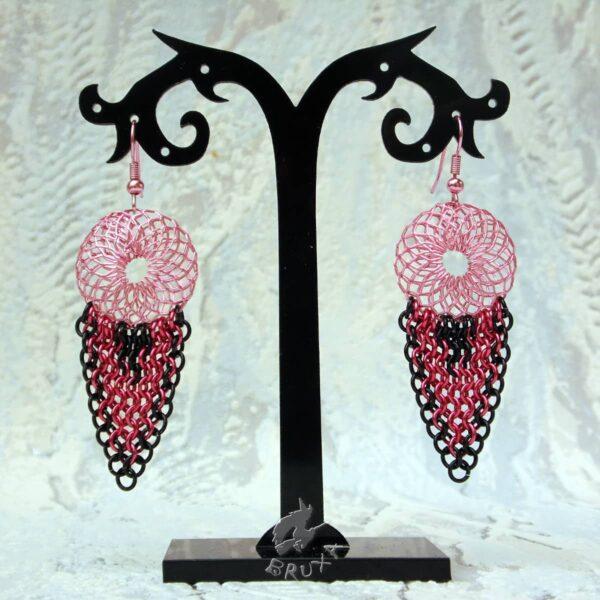 Okazałe różowo-czarne plecione kolczyki