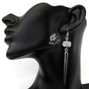 Długie kolczyki chainmaille z hematytami i akrylowym kolcem