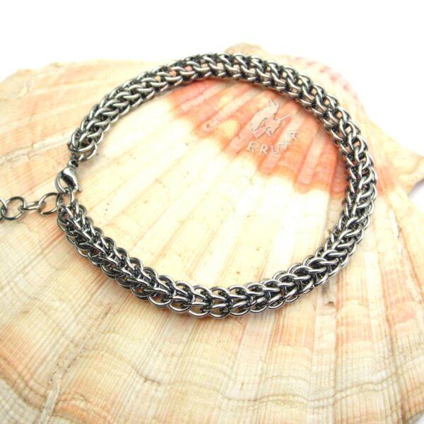 Bransoletka chainmaille w postaci klasycznego perskiego łańcuszka
