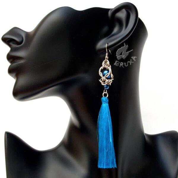 Kolczyki chainmaille z niebieskim chwostem i hematytami