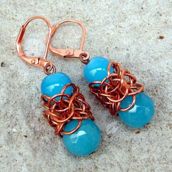 Miedziane kolczyki chainmaille Lukrecja z błękitnymi minerałami