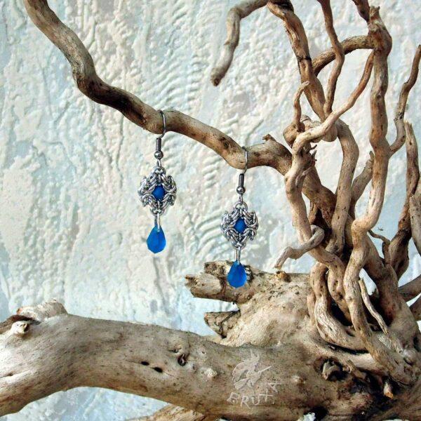 Kolczyki chainmaille Anastazja z kolekcji Glamour, z niebieskimi kryształkami