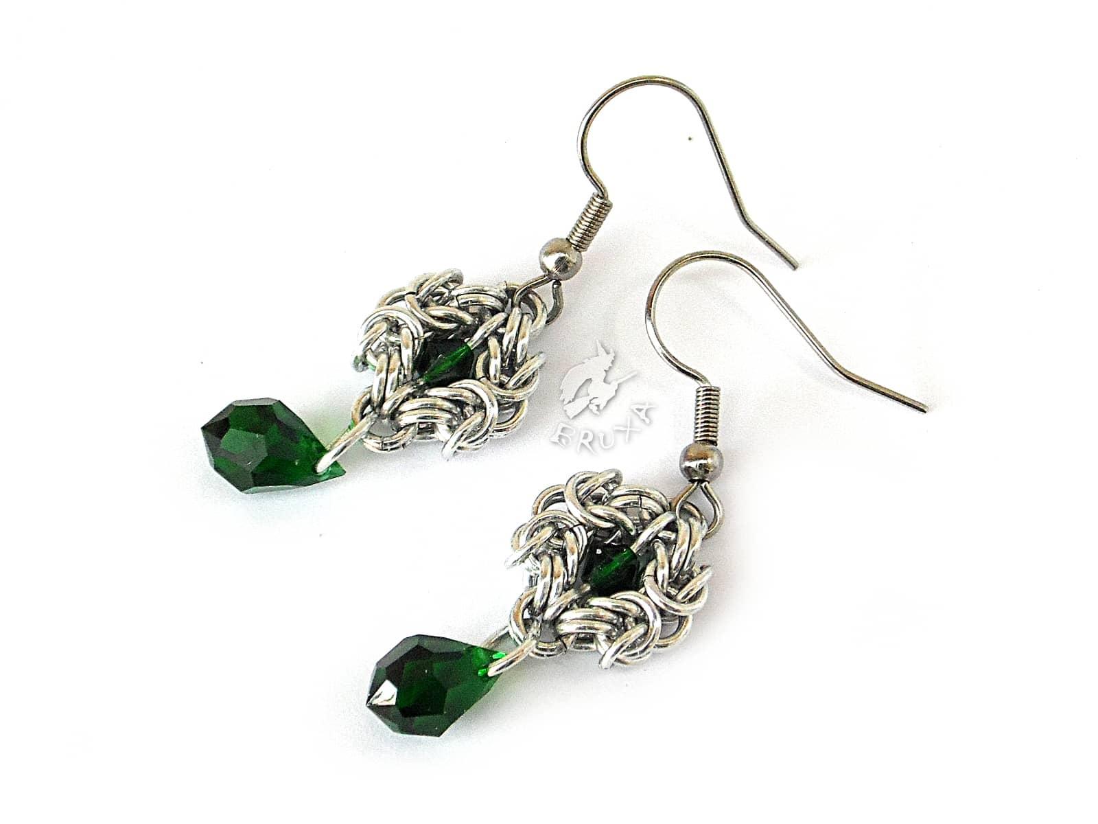 Kolczyki chainmaille z kryształkami w kolorze Emerald