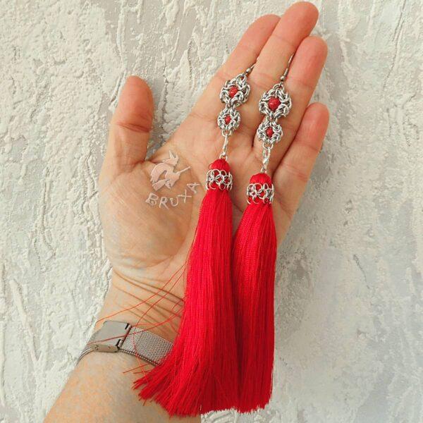 Kolczyki chainmaille z kolekcji Glamour, z odpinanym czerwonym chwostem