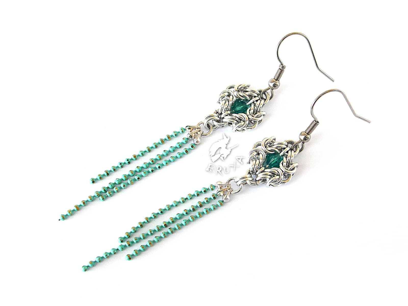 Kolczyki chainmaille z kryształkami i chwostem z łańcuszków w kolorze teal