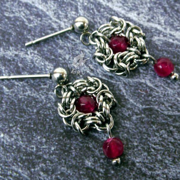 Kolczyki chainmaille ze stali chirurgicznej z naturalnymi rubinkami