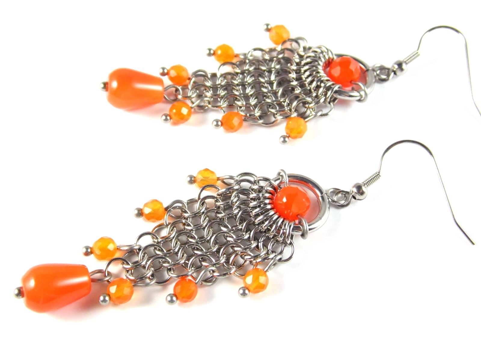 Długie kolczyki chainmaille z kaskadami pomarańczowych agatów brazylijskich