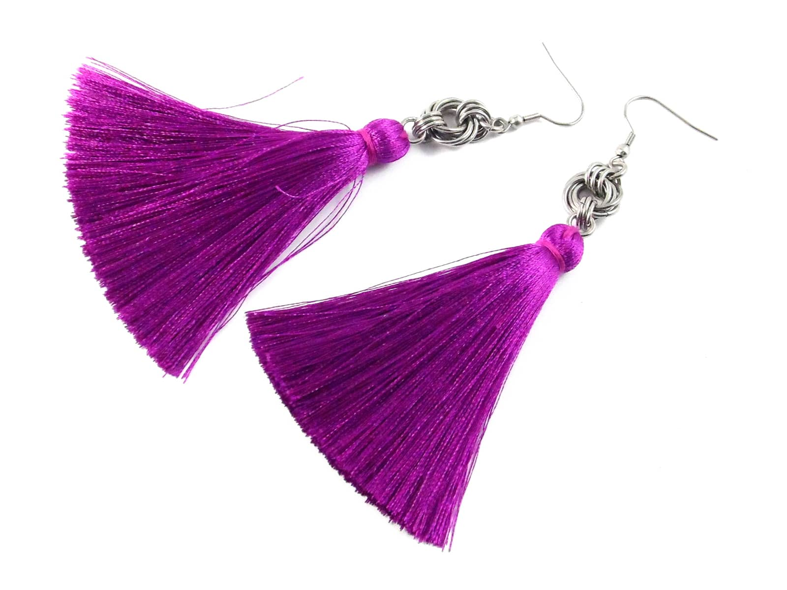 Długie kolczyki chainmaille z fioletowymi chwostami