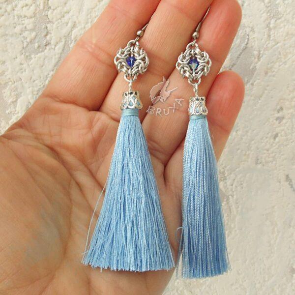 Kolczyki chainmaille z kolekcji Glamour, z niebieskimi chwostami