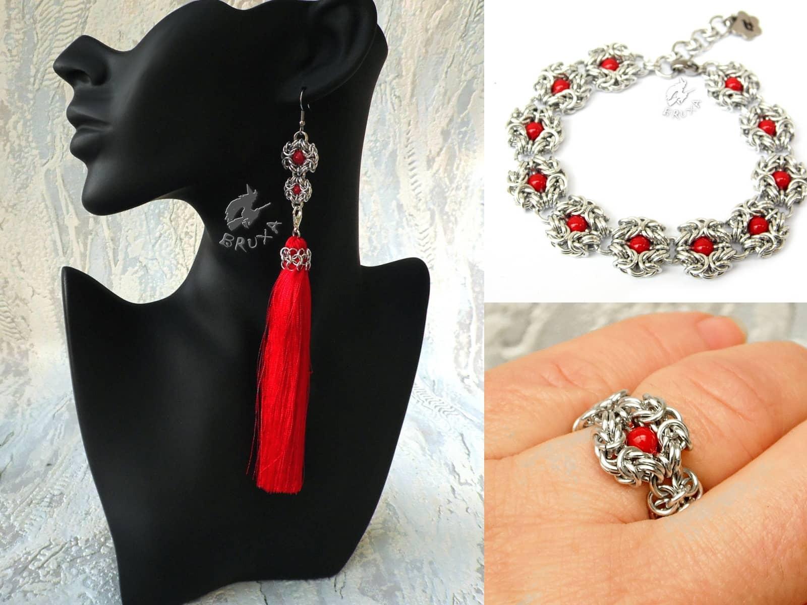 Kolaż elementów kolekcji Glamour: kolczyki, bransoletka i pierścionek z czerwonymi perełkami
