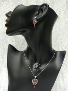 Komplet biżuterii chainmaille ze stali chirurgicznej z naturalnymi rubinkami