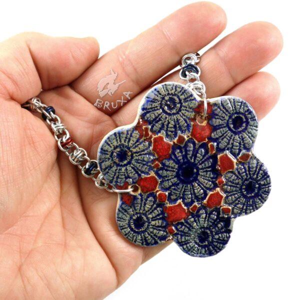 Naszyjnik chainmaille z ceramicznym kwiatkiem