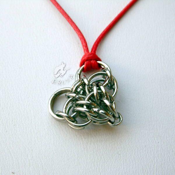 Komplet biżuterii chainmaille z sercami i czerwonymi akcentami - wisiorek