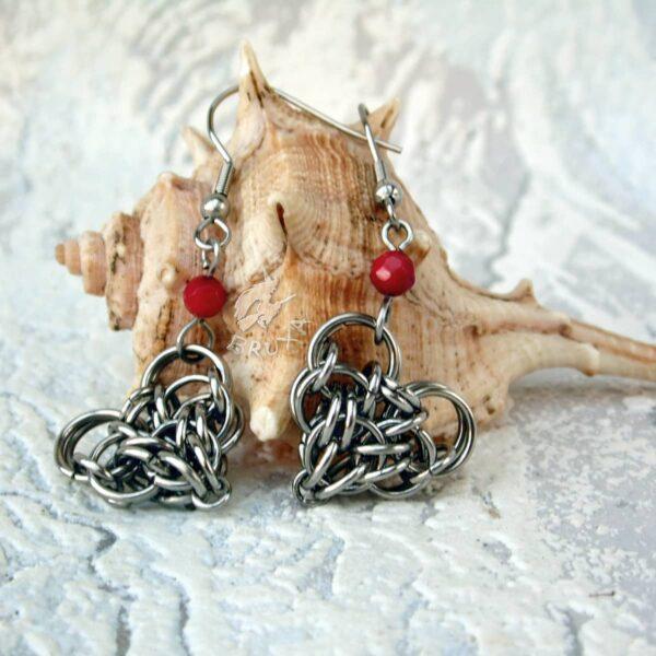Komplet biżuterii chainmaille z sercami i czerwonymi akcentami - kolczyki
