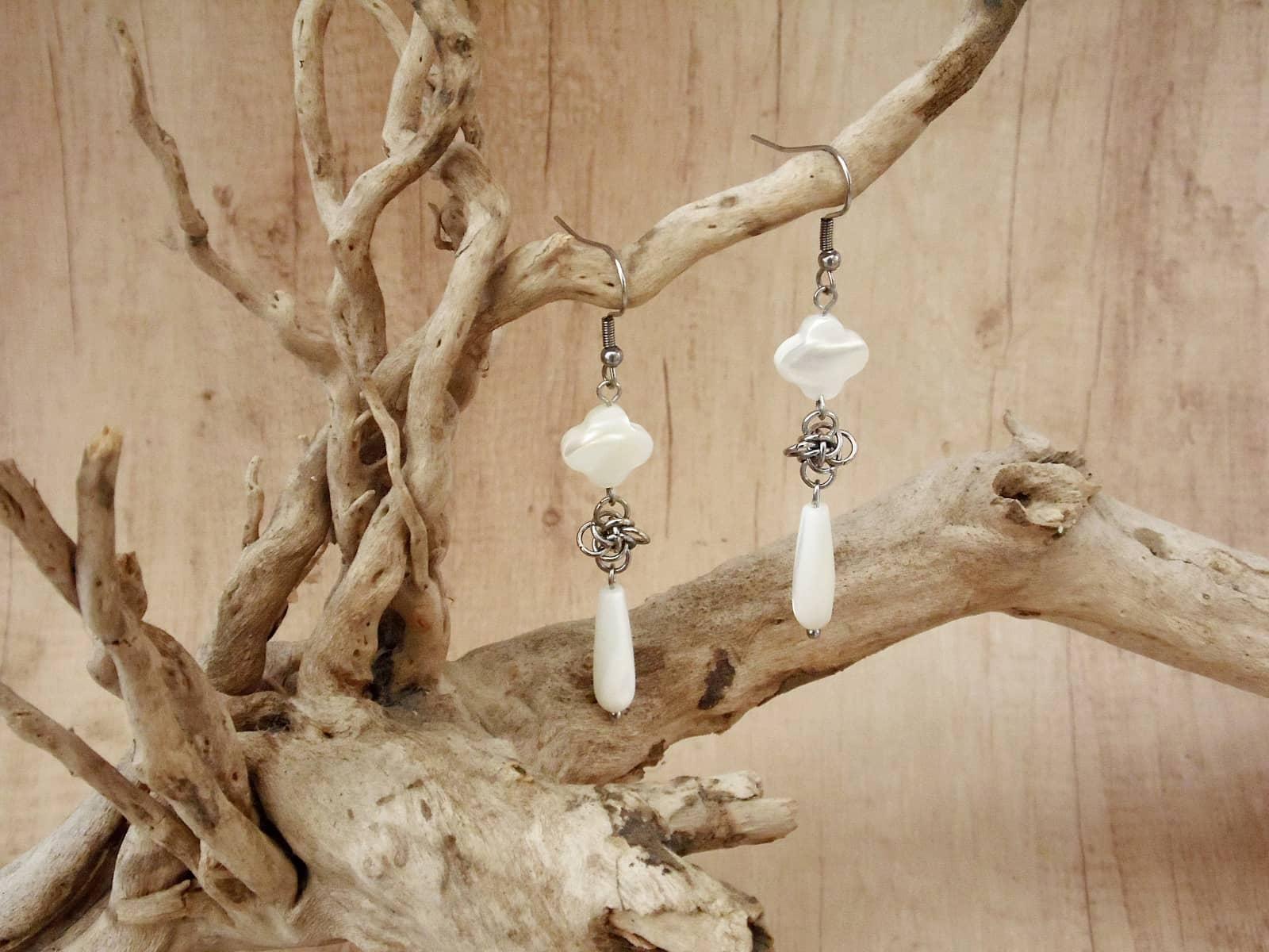 Kolczyki chainmaille Perłowa Persefona ze stali chirurgicznej z masą perłową