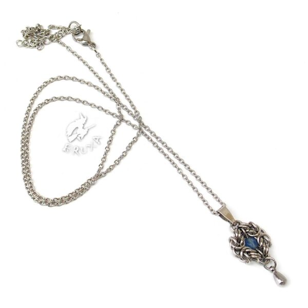 Elegancki naszyjnik ze stali chirurgicznej z błękitnym agatem i stalową kropelką