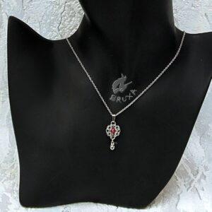 Elegancki naszyjnik ze stali chirurgicznej z truskawkowym kryształem górskim