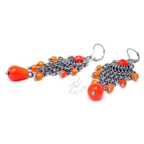 Okazałe kolczyki chainmaille z pomarańczowymi agatami