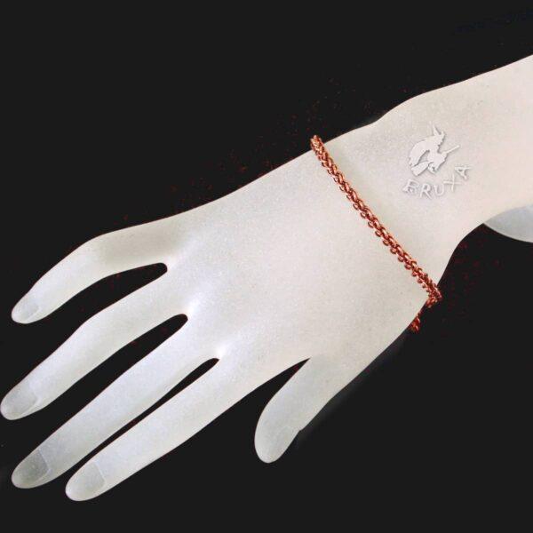 Cienka, misternie pleciona bransoletka chainmaille z miedzi