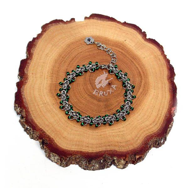 Delikatna bransoletka chainmaille z drobnymi koralikami w kolorze zielonym