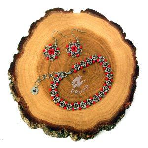 komplet biżuterii chainmaille z czerwonymi koralikami