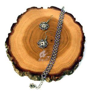 komplet biżuterii chainmaille z fioletowymi koralikami