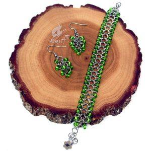 komplet biżuterii chainmaille z jasno-zielonymi koralikami