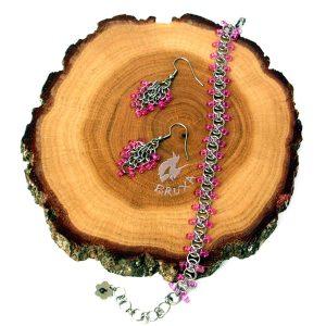 komplet biżuterii chainmaille z różowymi koralikami