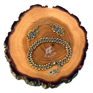 komplet biżuterii chianmaille z żółto-złotymi koralikami