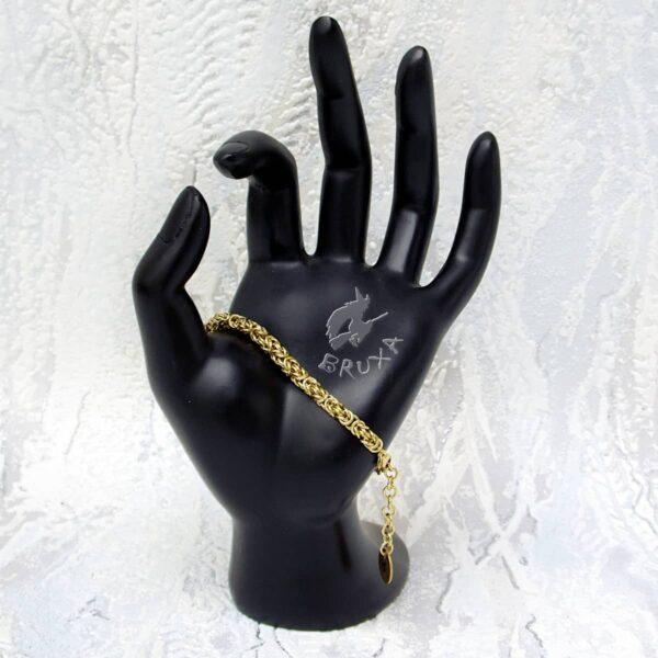 Mosiężna bransoletka chainmaille wykonana splotem bizantyjskim