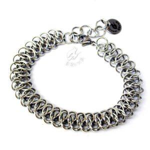 Płaska bransoletka chainmaille wypleciona ze stopu aluminium
